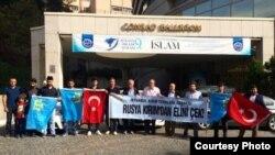 Протест белдерергә чыккан Истанбул кырымтатарлары