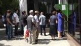 Очередь в сберкассу в Сухуме, Абхазия