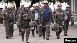Күзембаев атындағы шахта кеншілері. Қарағанды облысы, 24 маусым 2010 жыл.