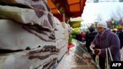 Ռուսաստան - Բելառուսից ներկրված միս Սանկտ Պետերբուրգի բացօթյա շուկայում, արխիվ