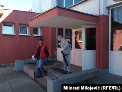OŠ Branko Ćopić u koju je išlo dijete koje je zaraženo korona virusom. Škola danas ne radi, djeca su puštena kući, vrši se dezinfekcija kompletnog objekta
