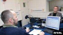 Михаил Касьянов (справа) продолжает бороться за регистрацию юридическими методами, но не отказывается и от политических рычагов
