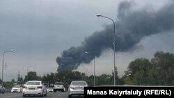 Клубы дыма над территорией, которую именуют «барахолкой». Алматы, 6 сентября 2019 года.