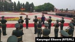 Кыргызстан менен Кытайдын лидерлери Сооронбай Жээнбеков жана Си Цзинпин