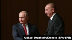 Azerbaijani President Ilham Aliyev (right) and Russian President Vladimir Putin in Baku on September 27