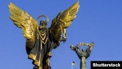 Монумент Архангелу Михаилу в Киеве.