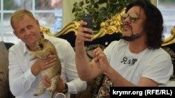 Олег Зубков и Филипп Киркоров в парке львов «Тайган», 24 июля 2016 года