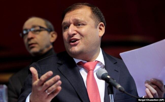 Михаил Добкин (на первом плане) и Геннадий Кернес во время харьковского съезда 22 февраля 2014 года