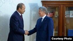 Президент Кыргызстана Алмазбек Атамбаев и премьер-министр Узбекистана Абдулла Арипов. Бишкек, 16 августа 2017 года. Фото: Пресс-службы президента Кыргызстана.