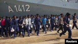 Италияга келип түшкөн мигранттар. 12-апрель, 2016-жыл.