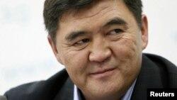 Камчыбек Ташиев на пресс-конференции, Бишкек, 12 октября 2010 года.