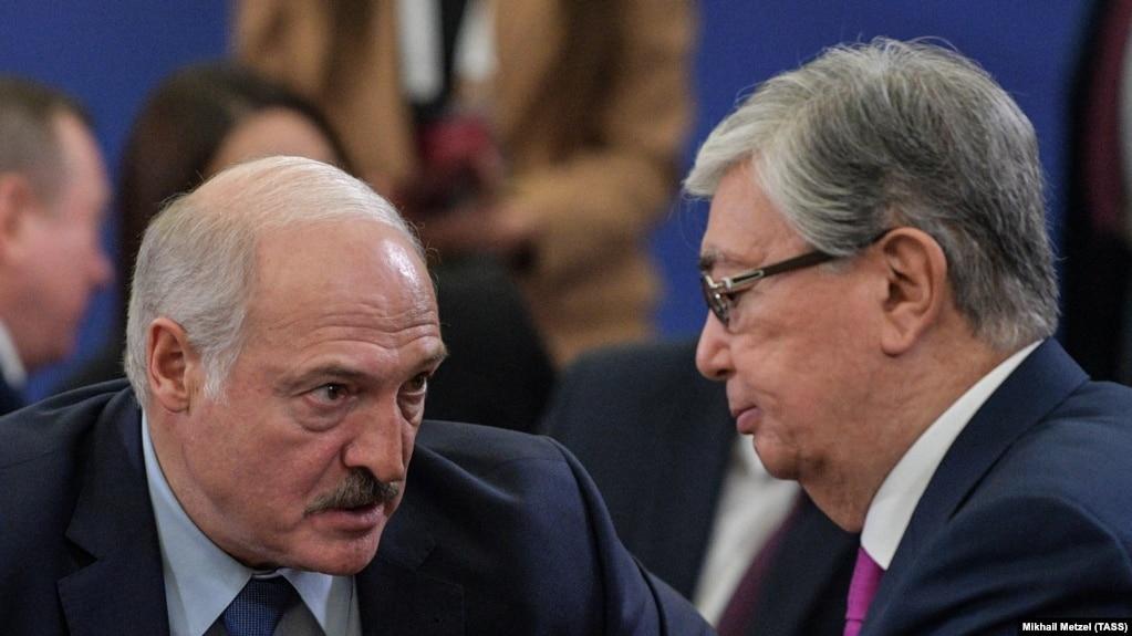 Александр Лукашенко и Касым-Жамрат Токаев на саммите Евразийского союза, Ереван, 1 октября 2019