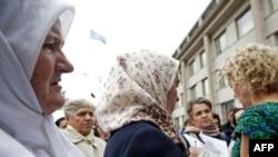 Srebreničanke ispred Haškog tribunala, oktobar 2009., Ilustrativna fotografija