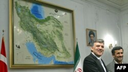 Presidents Abdullah Gul (left) of Turkey and Mahmud Ahmadinejad of Iran in Tehran in March 2009