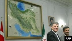 Presidents Abdullah Gul (left) of Turkey and Mahmud Ahmadinejad of Iran in Tehran in March 2009