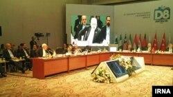 وزیر خارجه ایران در نشست گروه دی هشت در آنتالیا، تحریمهای اقتصادی را عامل منفی شدن رشد اقتصاد جهانی دانست