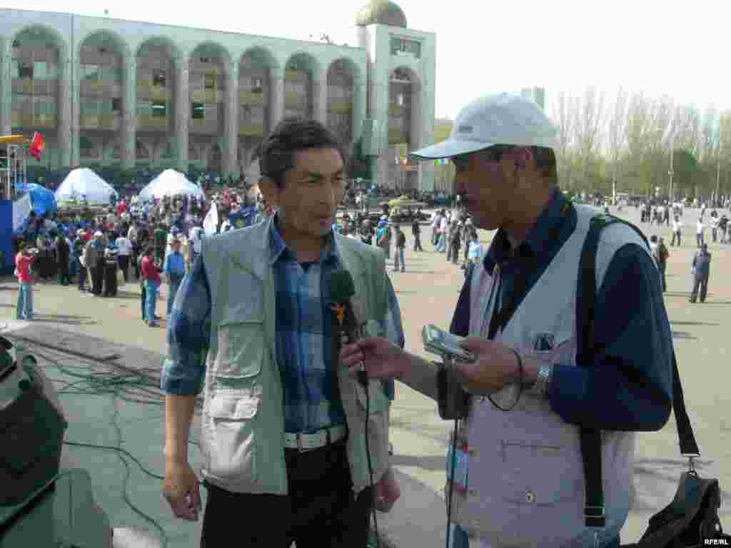 Kyrgyzstan -- RFE/RL correspondent interviews (14apr2007); CPP (Country Page Photo) for new website for Kyrgyz Service - Kyrgyzstan -- RFE/RL correspondent interviews (14apr2007); CPP (Country Page Photo) for new website for Kyrgyz Service