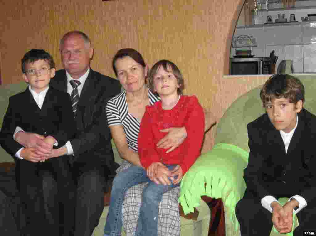 Родина Гавенків (і це ще не у повному складі, а з наймолодшими!)