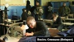 Зьняволеныя працуюць ў 14-й папраўчай калёніі ў Навасадах