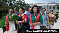 По мнению абхазских женщин, политика с мужским лицом часто бывает провальной. Они считают, что могут дать фору мужчинам, успешно хозяйничая не только у себя дома, но у себя в стране