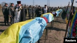 The Black Tulip NGO has ensured that many soldiers who have died in combat in eastern Ukraine manage to get a Christian burial. (file photo)