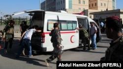 سيارات الاسعاف تنقل مصابي الهجوم الانتحاري على مبنى الاسايش في اربيل(من الارشيف)