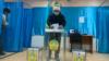 На избирательном участке в Алматы в день выборов в мажилис и маслихаты. 10 января 2021 года.