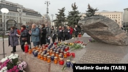 People gathered at the Solovetsky Kamen memorial in Moscow.