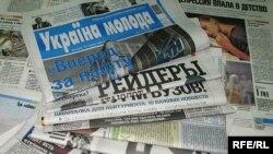 Generic – A photo of Ukrainian newspapers, Kyiv, 23Jun2009
