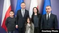 Семья таджикского ученого Оймахмада Рахмонова с президентом Польши Анджеем Дуда