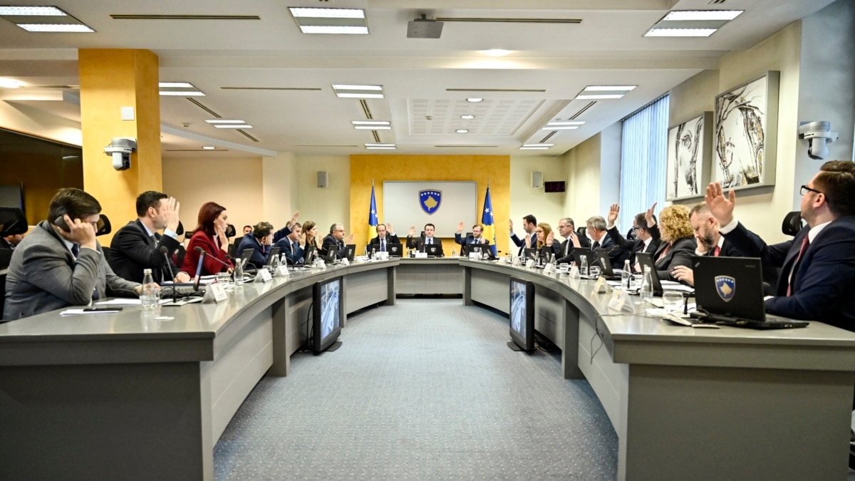 Парламент Косово отправил в отставку правительство Альбина Курти