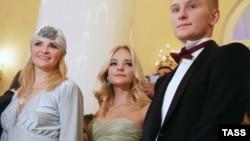 Елизавета Пескова на балу дебютанток 23 октября 2015