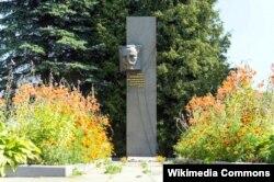 Помнік Ігнату Буйніцкаму ў Празароках