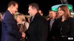 Сопственикот на Сахара групацијата Субрата Рој и премиерот на Македонија Никола Груевски на отворањето на Балканскиот мировен фестивал во Скопје на 1 октомври 2013 година.