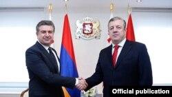 Встреча премьер-министров Армении и Грузии - Карена Карапетяна (слева) и Георгия Квирикашвили, Тбилиси, 23 февраля 2017 г.