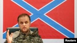 Павло Губарєв під час прес-конференції в Донецьку, 9 липня 2014 року