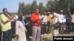خانوادههای اعدام شدگان در تابستان سال ۶۷ در گورستان خاوران.