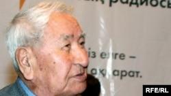 Сапабек Асипов, казахский писатель, журналист.