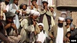 شير محمد کريمى گفت که نماینده نظامی ارتش پاکستان برای مقابله با شورشیان طالبان که از مرز پاکستان وارد افغانستان می شوند، خواستار ایجاد پاسگاه های امنيتی بیشتری از سوی افغانستان شده است.