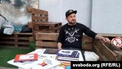 Іван Сэмесюк, украінскі пісьменьнік, падчас прэзентацыі