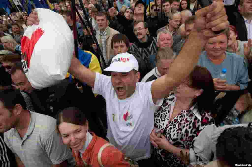 В антиурядовій акції взяли участь близько 2,5 тисяч осіб.