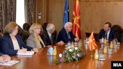 Средба на премиерот Емил Димитриев со Сојузот на пензионери, предводен од претседателот Драги Аргировски на 25 октомври 2016
