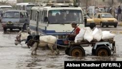 شارع يفيض بمياه الأمطار في بغداد