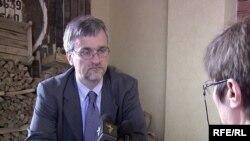 Специальный представитель Евросоюза на Южном Кавказе Питер Семнеби дает интервью Радио Свобода. Ереван, 21 июня 2010 г.