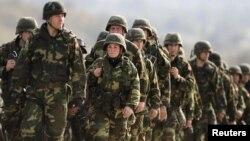 Македонија во мисијата во Авганистан моментално има 165 војници.