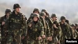 Припадници на македонската Армија