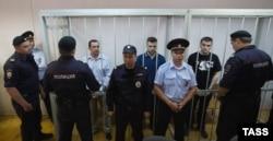Александр Марголин, Илья Гущин, Алексей Гаскаров в Замоскворецком суде Москвы во время оглашения приговора, август 2014 года