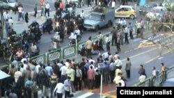Поліція бореться з заворушеннями у Тегерані, 22 червня 2009 р.