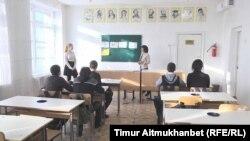 Мектептегі сабақ кезі (Көрнекі сурет).