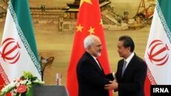 Çin və İranın xarici işlər nazirləri Wang Yi (sağda) və Mohammad Javad Zarif
